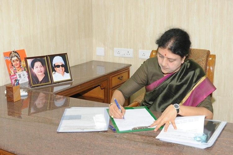 EC seeks clarification from AIADMK on Sasikalas elevation to party General Secretary