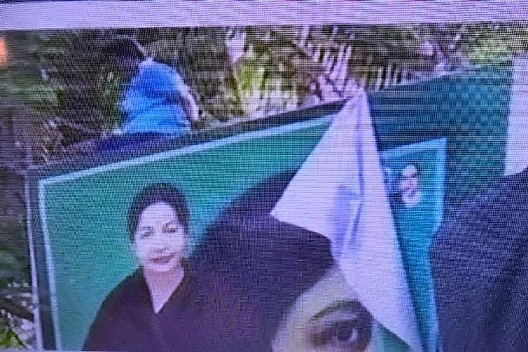 Sasikala banners pulled down at AIADMK HQ Is it the end of Mannargudi control