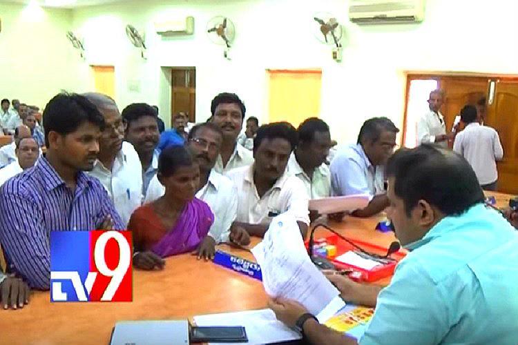 Ayesha Meera case Andhra collector promises job and house to Satyam Babu