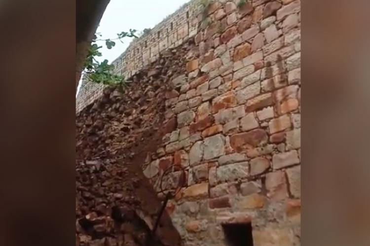 Portion of historical Savadatti Fort collapses following heavy rains in Belagavi