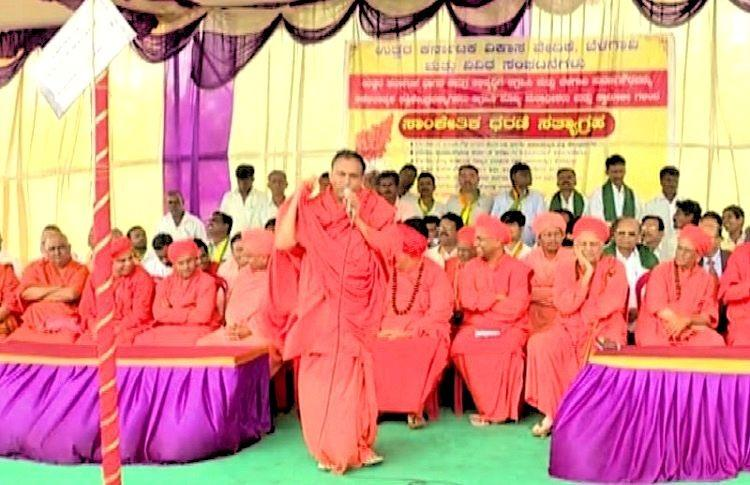 Heads of 30 North Karnataka mutts protest in Belagavi asking for development of region