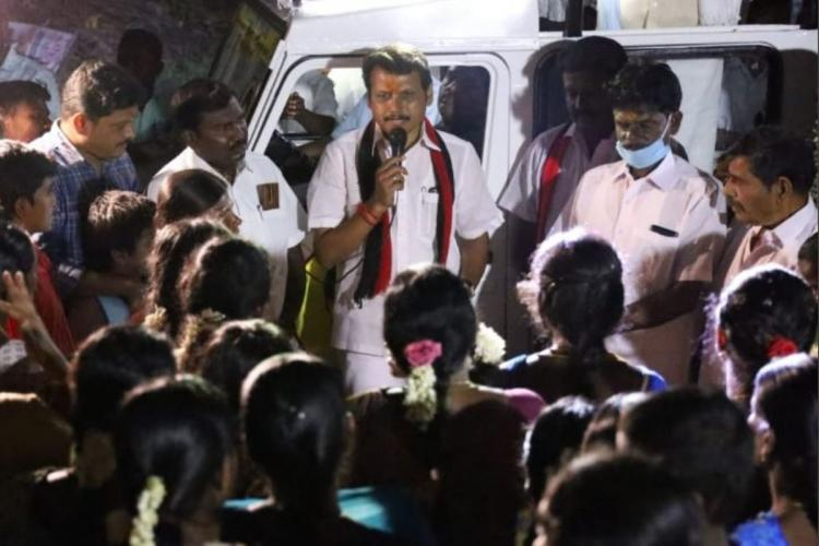 Senthil Balaji addressing people during a campaign rally