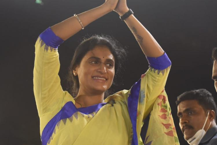 YS Sharmila folding her hands and greeting the crowd