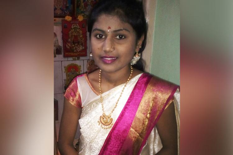Shilpa in a saree wearing jewellery smiling