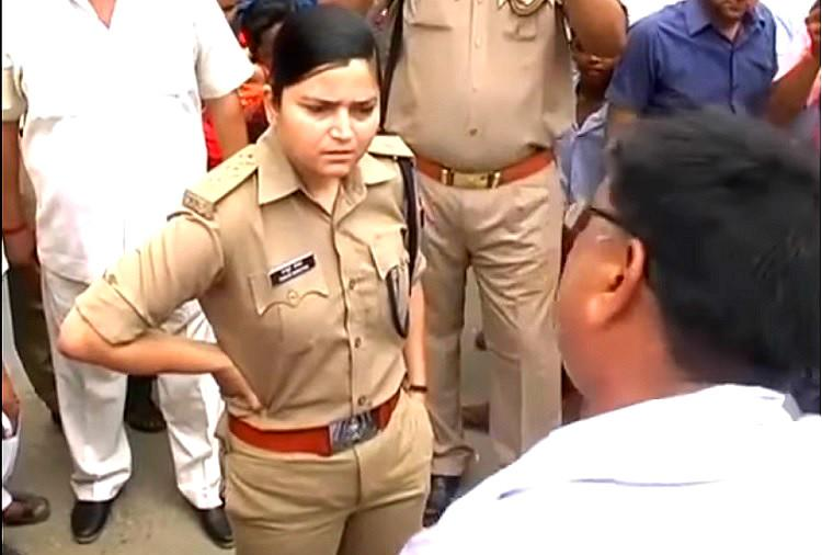 Watch Woman cop stands up to BJP workers as they bully raise slogans