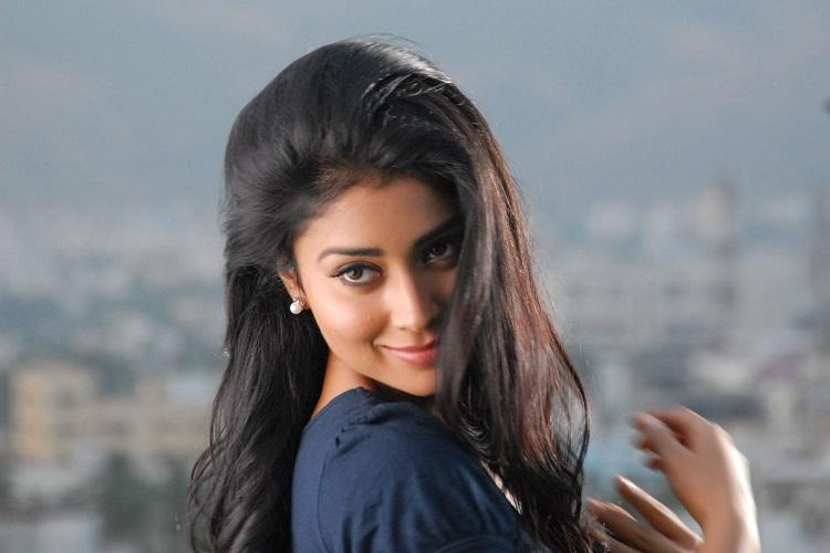 Shriya Saran could star in Tamil remake of 100 Degree Celsius