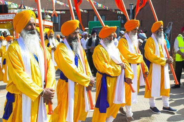 SGPC slams govt over Kohinoor demands its return saying it belongs to Sikhs
