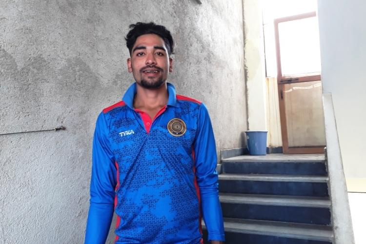 Meet Mohammed Siraj a Hyderabadi auto drivers son who bagged Rs 26 cr at IPL auction