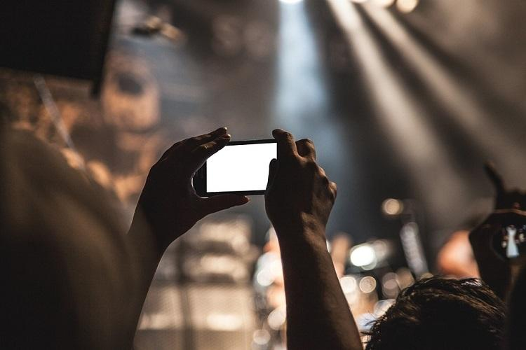 Death on smartphones in a world of live streamed tragedy what do we gain