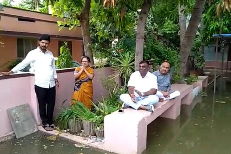 Ballaris Reddy brother protests in front of house flooded due to drainage leak