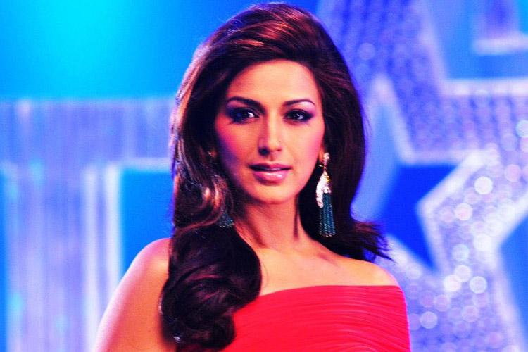 Actor Sonali Bendre diagnosed with cancer says shes taking the battle head on