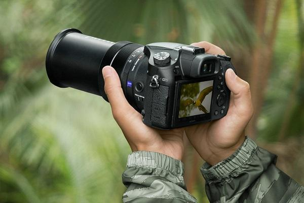 Sony launches RX10 IV cyber-shot camera with worlds fastest auto focus in India