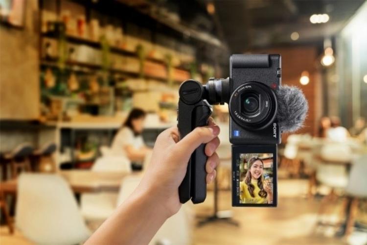 person holding pocket sized digital camera