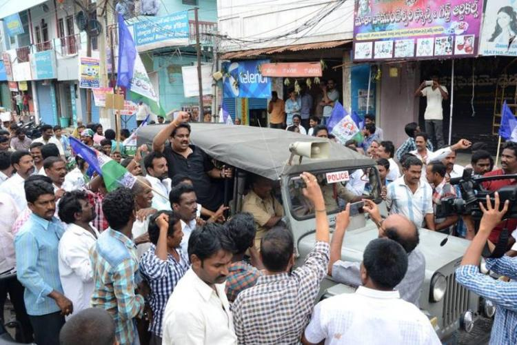 Large-scale arrests in Andhra as Bandh for special status evokes near total response