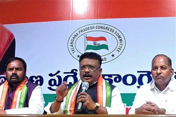 Hyderabad Commissioner is a puppet of TRS MIM Cong continues attack on Anjani Kumar