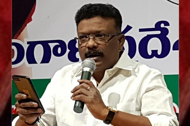 Sravan Dasoju a congress leader addressing public by wearing a white dress and refering to something in mobile phone