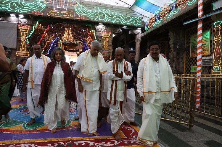 Sri Lankan PM prays at Tirumala temple