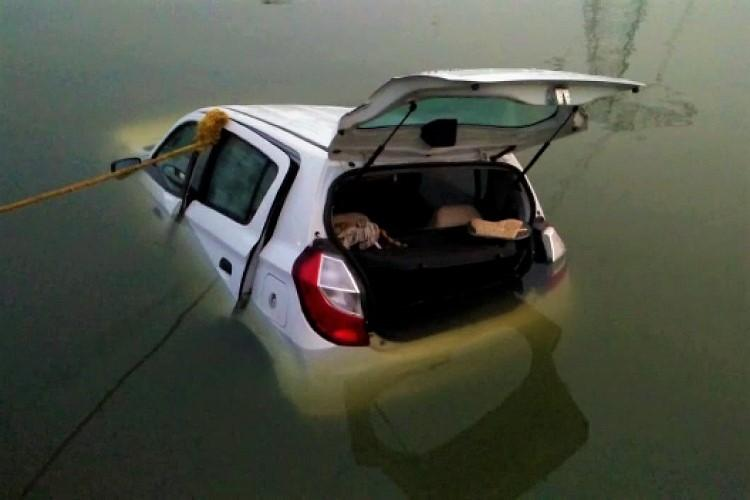Two persons killed as car plunges into canal in Andhras Srikakulam district