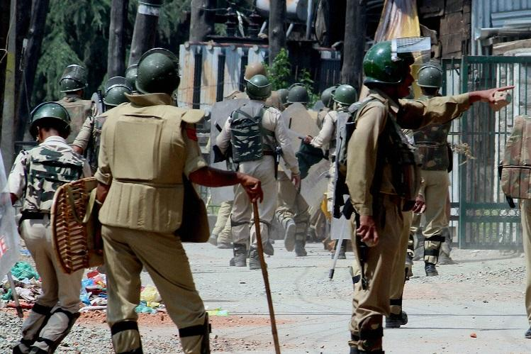 Curfew continues in most parts of Kashmir for fifth day death toll climbs up to 34