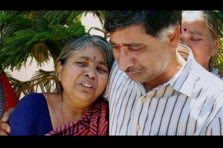 Hundreds gather as slain Indian engineer Srinivas Kuchibhotla cremated in Hyderabad