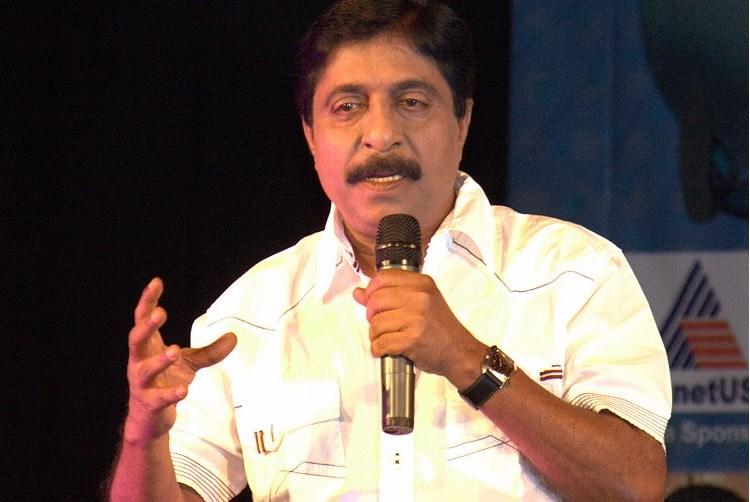 Sreenivasan sings a song for Ayal Sasi