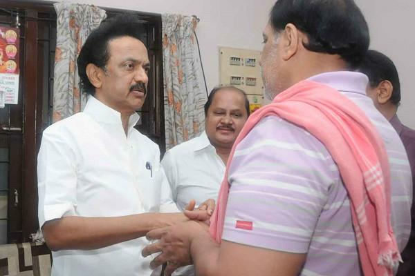 Act to prevent murders Stalin to TN govt after visiting Swathis family