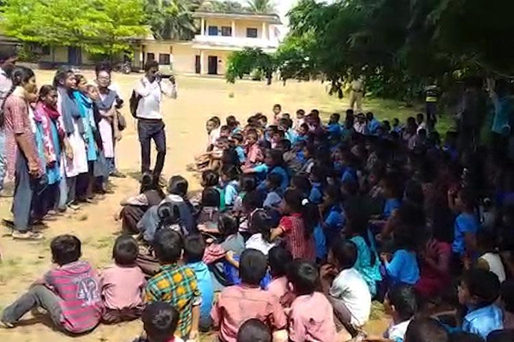 Teachers beku Mangaluru govt school students protest transfer of staff