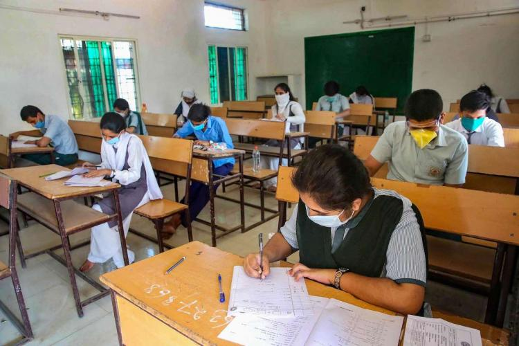 Madras HC questions TN govts order of cancelling arrear exams