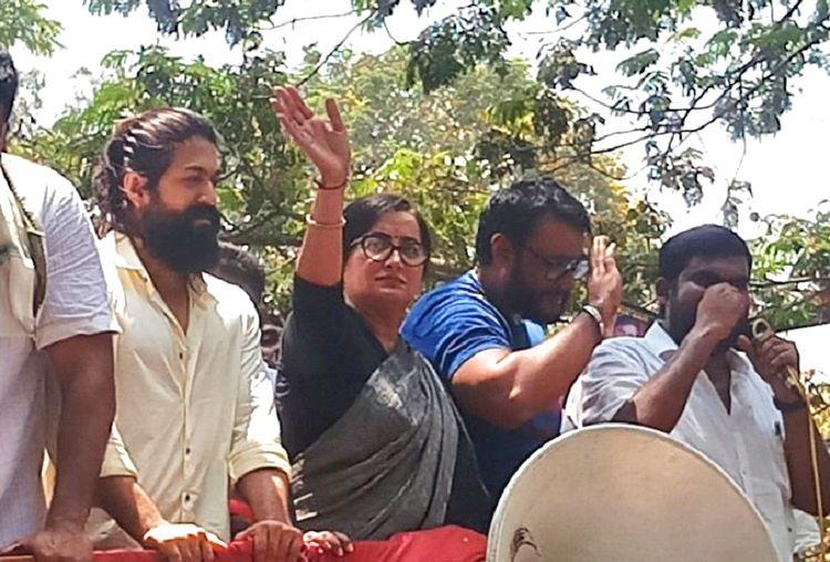 Amidst massive fanfare and support Sumalatha files nomination from Mandya LS seat