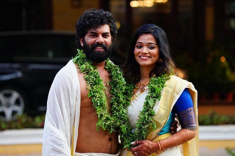 Malayalam actor Sunny Wayne gets married to Renjini at Guruvayoor temple