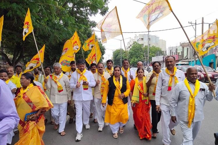 Opposition parties in Telangana stage protest against KCRs plans for new Assembly