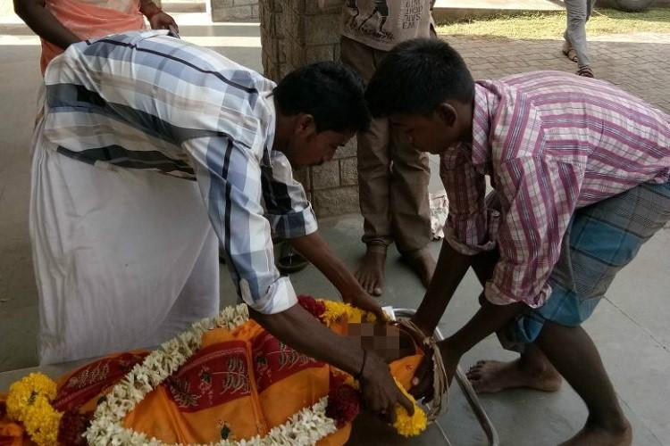 Tamil Nadus heartbreak Teen boys beg for strangers kindness to cremate mother
