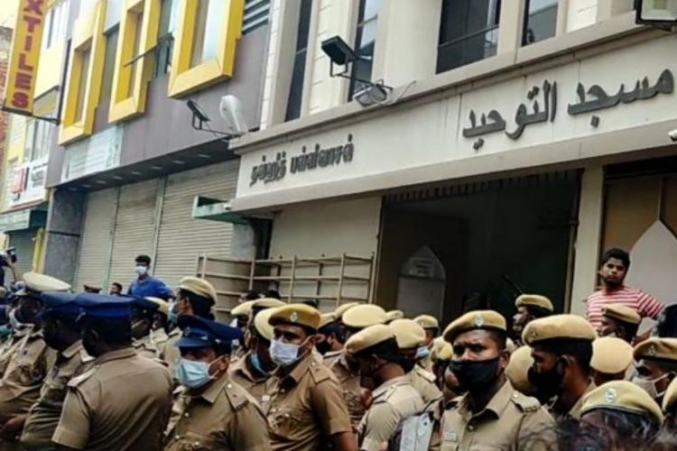 Police personnel deployed infront of Tamil Nadu Thowheed Jamaath office