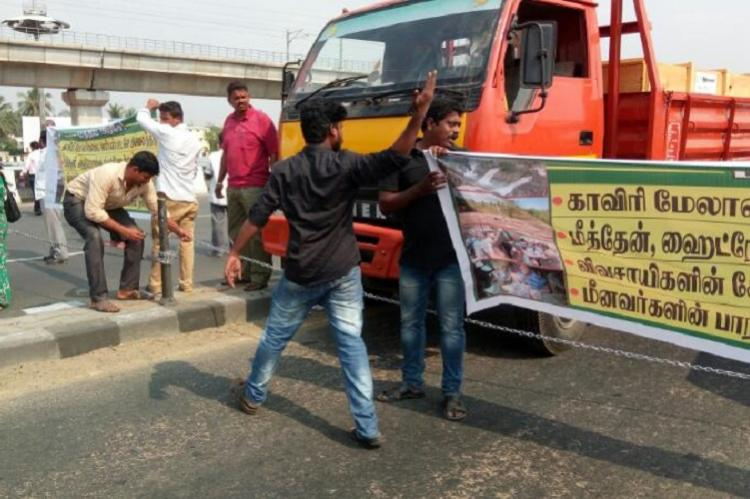 Protests in Chennai in support of TN farmers in Delhi Director Gowthaman leads agitation