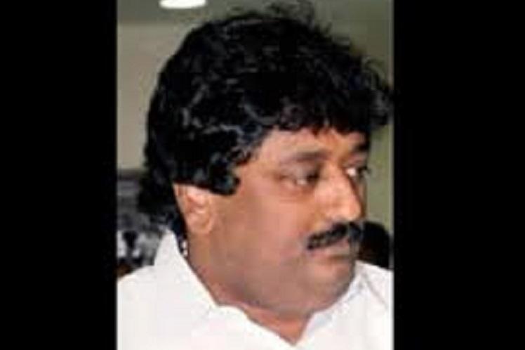 Sasikalas nephew TV Mahadevan dies of sudden cardiac arrest