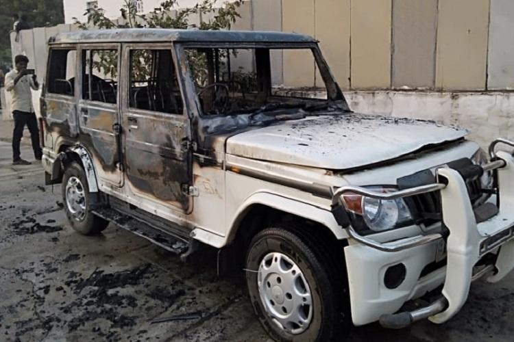 Four injured and vehicle set afire in Andhra after gamblers attack police team