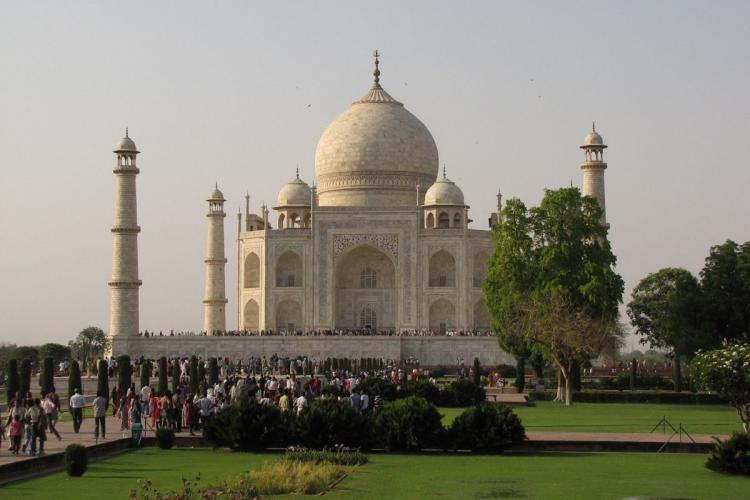 People at Taj Mahal photo taken from afar