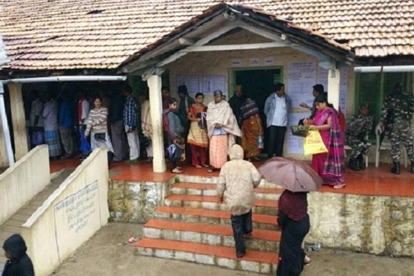 Tamil Nadu braves the rains to come out and vote in good numbers