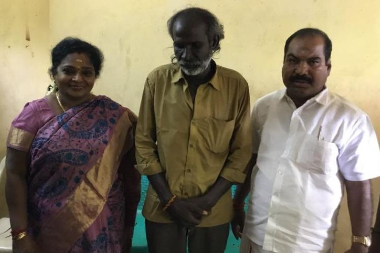 Auto driver gets an apology sweets and an answer from Tamilisai Soundararajan