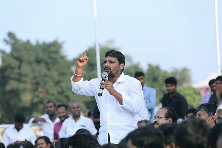 Meet Teenmaar Mallanna the journalist taking on TRS and Cong in Huzurnagar bye-poll