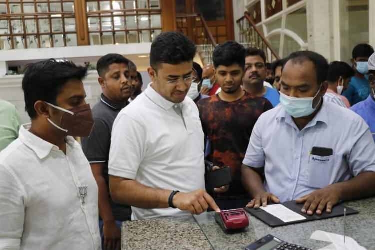 BJPs Tejasvi Surya paying bill at Sree Annapoorna restaurant in Coimbatore