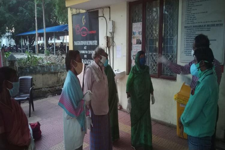Five Telagana people Five Telangana people who arrived in Thiruvananthapuram by mistake being screened at TPuram railway station prior to their return