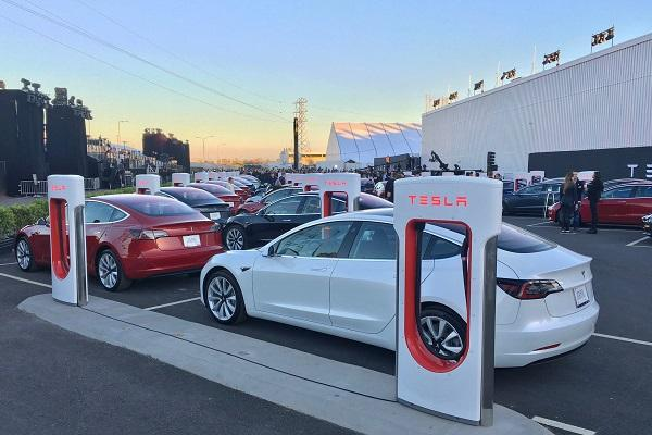 Tesla files patent for battery swapping robot in electric vehicles
