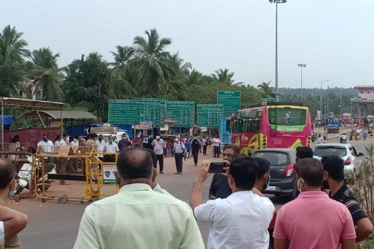 People gathered at Talapady border in Kasaragod Kerala after Karnataka blocks roads