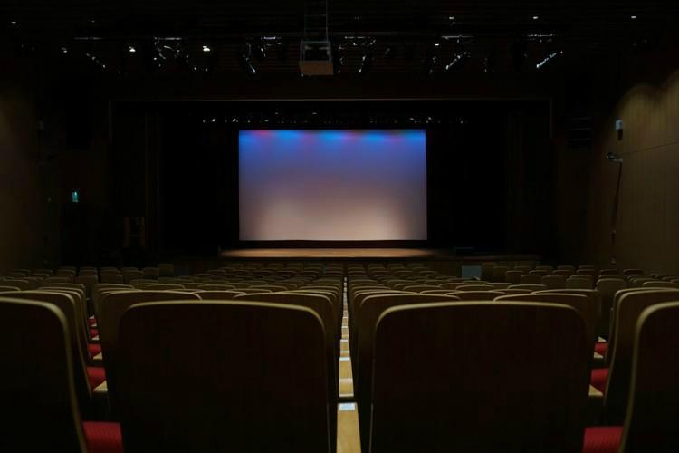 Will Reliance Jios First-Day-First-Show offering disrupt the cinema hall business