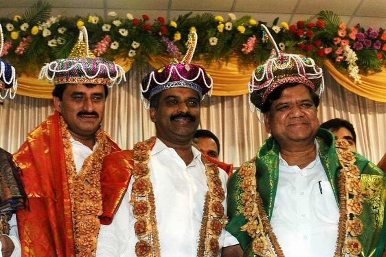 With pics of BJP leaders wearing Tipu-style turbans Congress cries hypocrisy