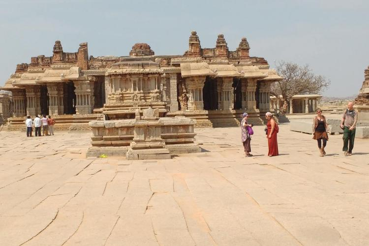 Tourists in Hampi town