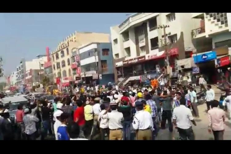 Residents stage road roko in Hyderabads Old City over cash crunch
