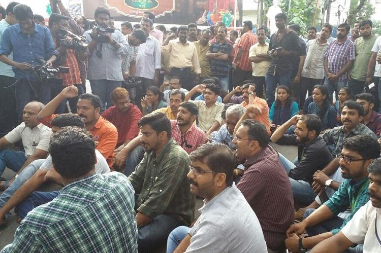 Journalists on a sit-in protest at Vanchiyoor court in Thiruvananthapuram following media-lawyers spat