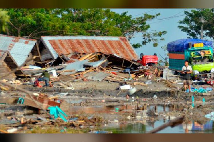 Tsunami kills hundreds in Indonesias Sulawesi after earthquake